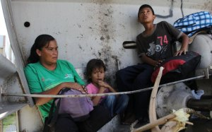 Central American refugees seeks shelter. Photo by Elizabeth Ruiz AFP Getty
