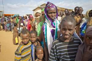 Somali refugees wait at check point. Source UNHCR