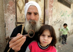 A Palestinian man holds the key to the home he was expelled from by Israeli forces. Photo Getty Images.