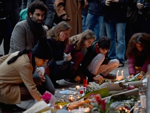 PARIS, FRANCE - NOVEMBER 14: Mourners gather in front of the Petit Cambodge and Le Carillon restaurants on November 14, 2015 in Paris, France. At least 120 people have been killed and over 200 injured, 80 of which seriously, following a series of terrorist attacks in the French capital. (Photo by Jeff J Mitchell/Getty Images)