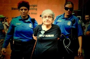 Hedy Epstein arrested.  Photo source, Google.