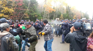 canadian-paramilitary-forces-attack-indigenous-elsipogtog-mi-kmaq-first-nation-and-local-residents-as-they-blockaded-a-new-brunswick-fracking-exploration-site-photo-from-common-dreams